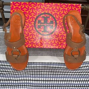 Tory Burch Flat Tan Sandals Size 8
